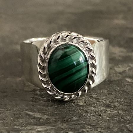 Malachite Oval Ring - Size 8